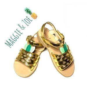 NWT Maggie & Zoe Gold Glitter Pineapple Sandals 8